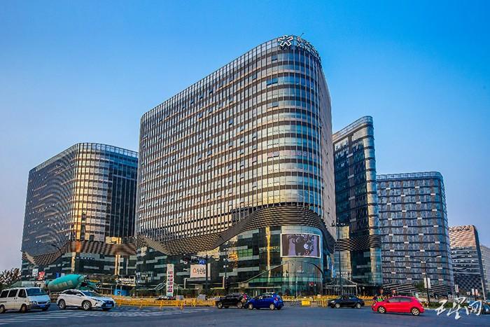 """杭州新天地中央活力区""""活力""""全开 """"24小时繁华""""的商务范儿"""